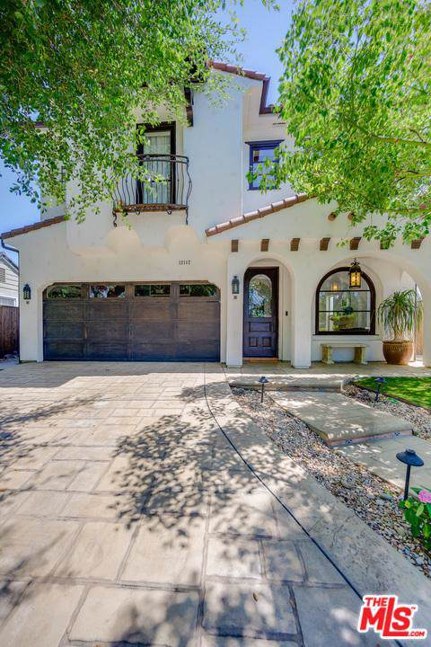 12112 Hollyglen Place, Studio City, CA 91604 (#19510968) :: Lydia Gable Realty Group