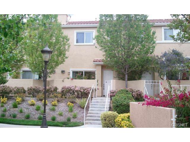 25711 Holiday Circle C, Stevenson Ranch, CA 91381 (#SR19220712) :: TruLine Realty