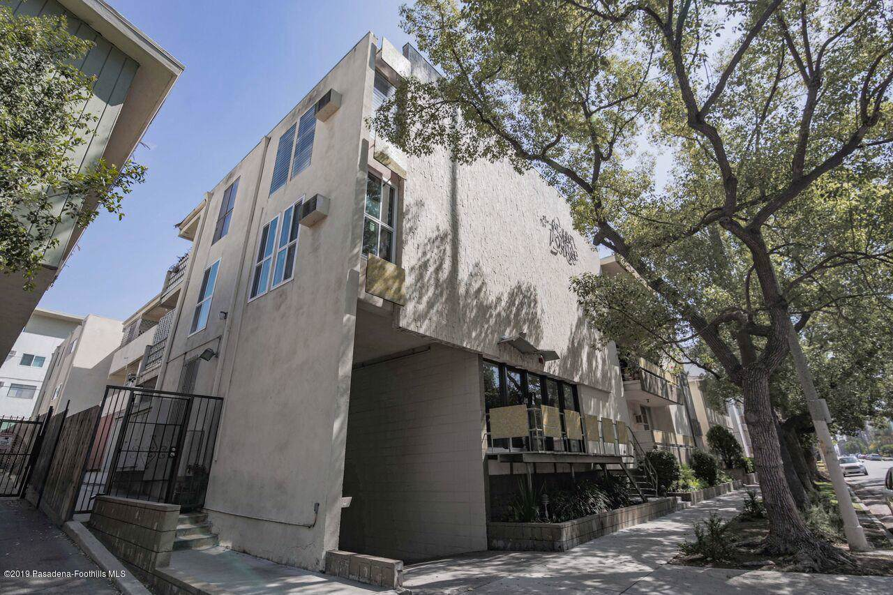 320 Gramercy Place - Photo 1
