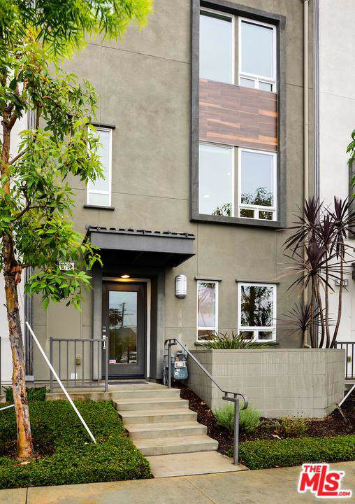 672 N Gramercy Place, Los Angeles (City), CA 90004 (#19535146) :: Pacific Playa Realty