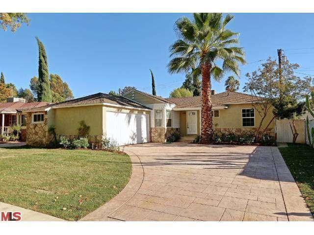 18318 Delano Street, Tarzana, CA 91335 (#13707621) :: DSCVR Properties - Keller Williams