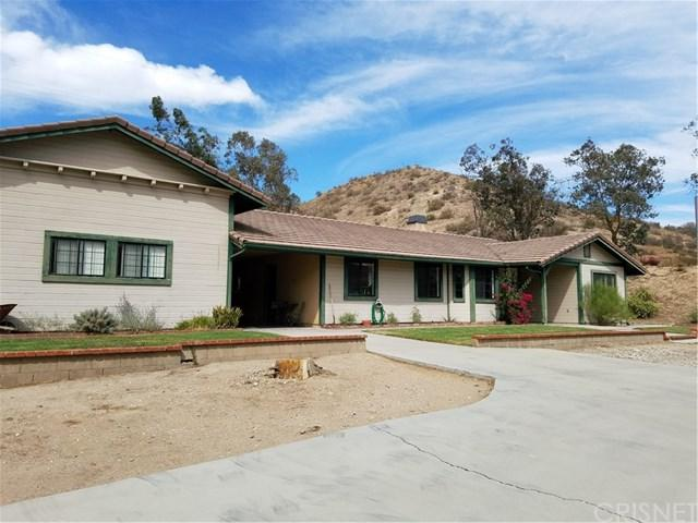 15731 Sierra Highway, Canyon Country, CA 91390 (#SR16719413) :: Paris and Connor MacIvor