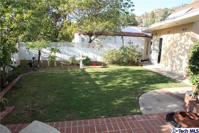 1132 E Elmwood Avenue, Burbank, CA 91501 (#318000366) :: The Fineman Suarez Team
