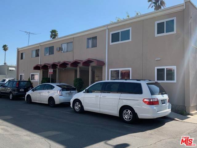 7133 N Coldwater Canyon Ave #15, North Hollywood, CA 91605 (MLS #20-548508) :: The Sandi Phillips Team