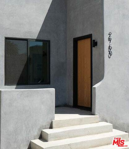 2750 S Redondo, Los Angeles, CA 90016 (#20-549428) :: The Suarez Team