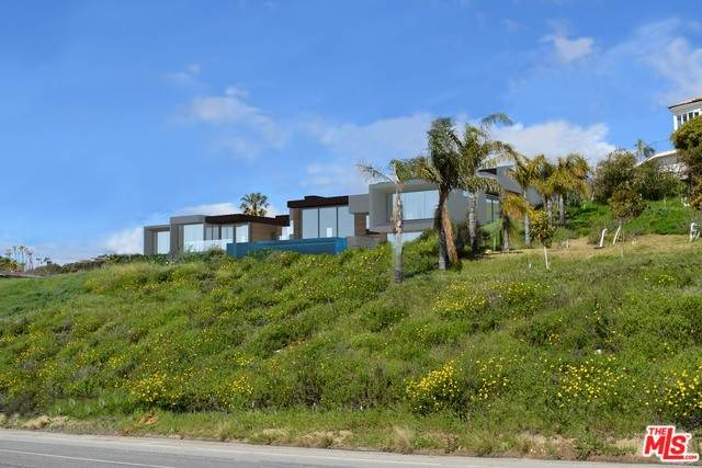 27136 Sea Vista Dr, Malibu, CA 90265 (MLS #20-561882) :: The Jelmberg Team