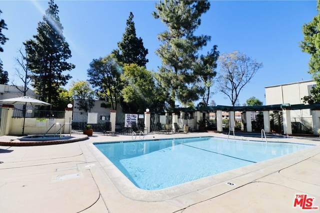 5700 Etiwanda Ave #161, Tarzana, CA 91356 (#20-571934) :: Randy Plaice and Associates
