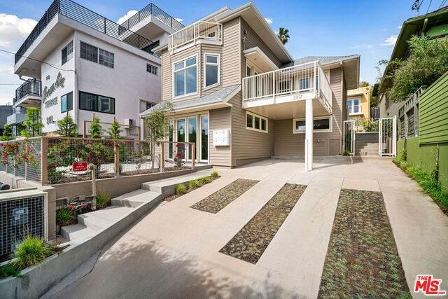 2817 3rd St #1, Santa Monica, CA 90405 (#20-598322) :: Randy Plaice and Associates