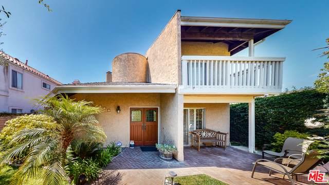 411 El Modena Ave, Newport Beach, CA 92663 (#20-599806) :: HomeBased Realty