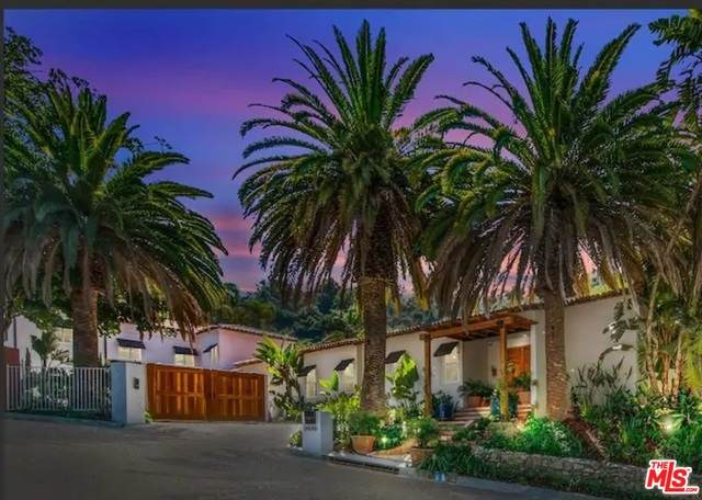 9696 Antelope Road, Beverly Hills, CA 90210 (#20-601574) :: The Suarez Team