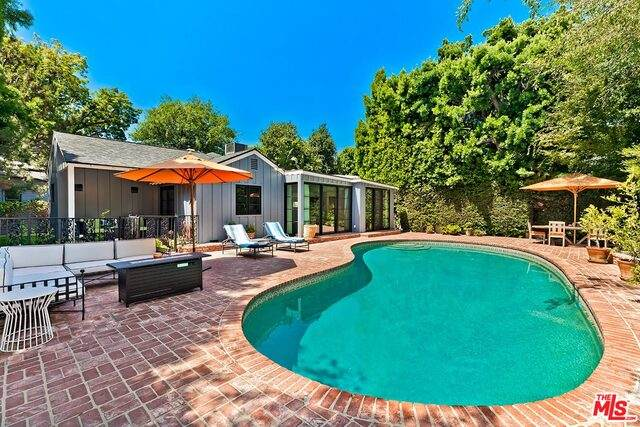 10437 Sarah St, Toluca Lake, CA 91602 (#20-602756) :: Randy Plaice and Associates