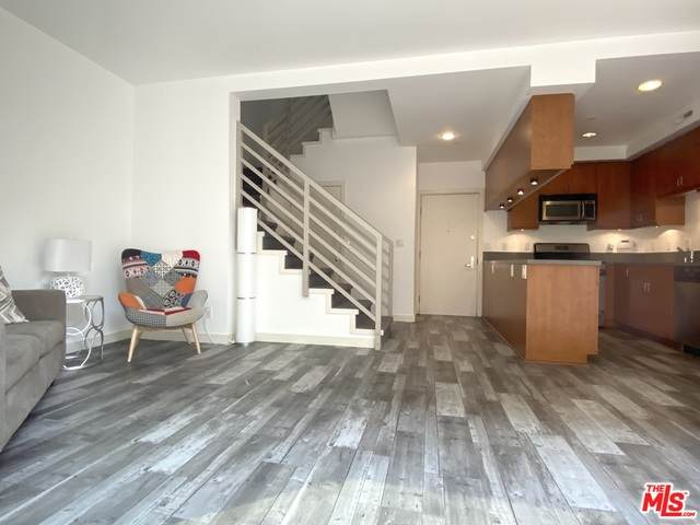 10735 Bloomfield St #6, North Hollywood, CA 91602 (#20-628808) :: Compass