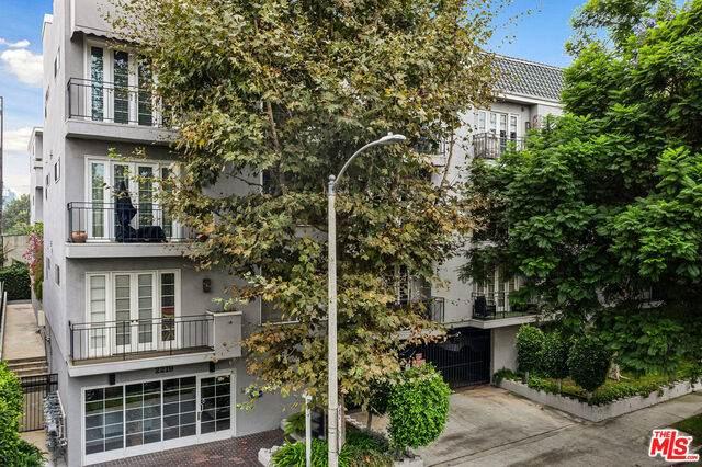 2219 S Bentley Ave #104, Los Angeles, CA 90064 (#20-650018) :: Berkshire Hathaway HomeServices California Properties