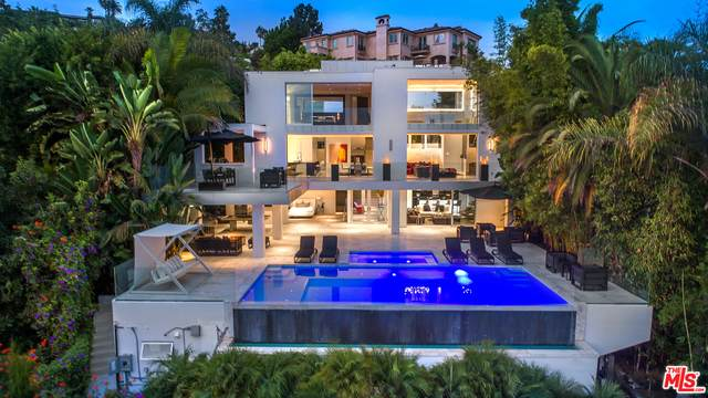 9066 St Ives Dr, Los Angeles, CA 90069 (#20-651236) :: The Pratt Group