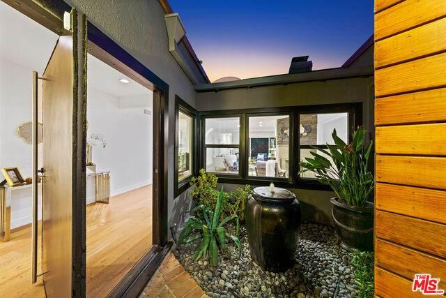 4146 Ventura Canyon Ave, Sherman Oaks, CA 91423 (#20-653482) :: Randy Plaice and Associates