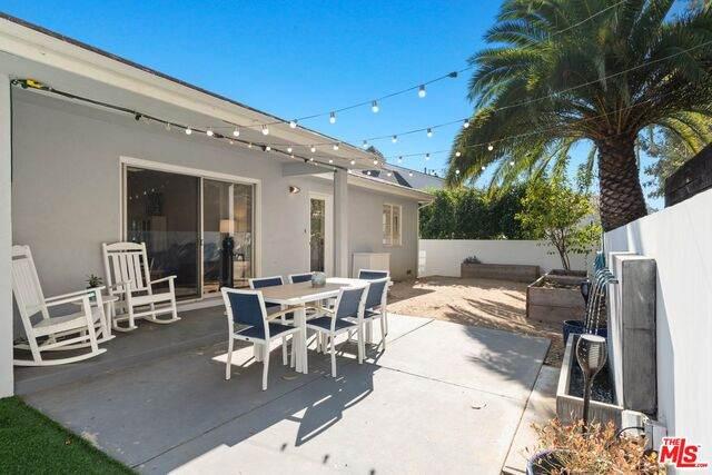 1375 Jonesboro Dr, Los Angeles, CA 90049 (#20-660586) :: Berkshire Hathaway HomeServices California Properties