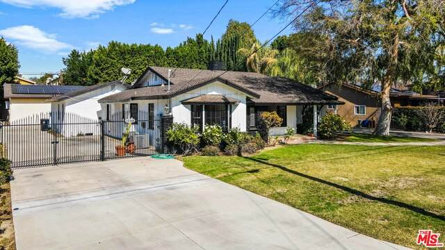 12147 Tiara St, Valley Village, CA 91607 (#20-673984) :: The Grillo Group