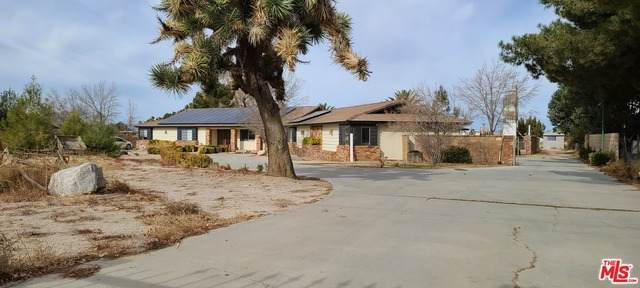 2745 W Avenue N12, Palmdale, CA 93551 (MLS #21-678562) :: Hacienda Agency Inc