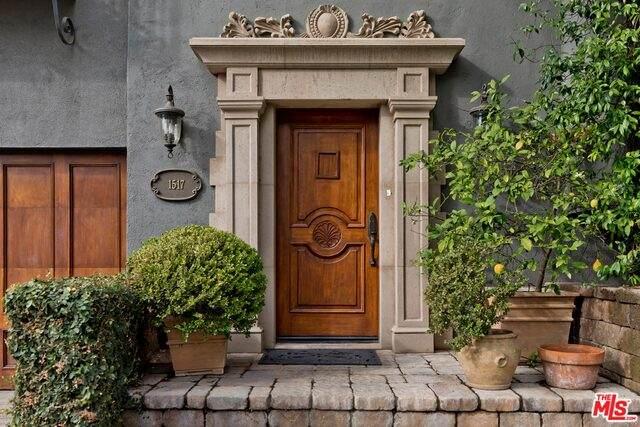 1517 Schuyler Rd, Beverly Hills, CA 90210 (#21-678656) :: The Pratt Group