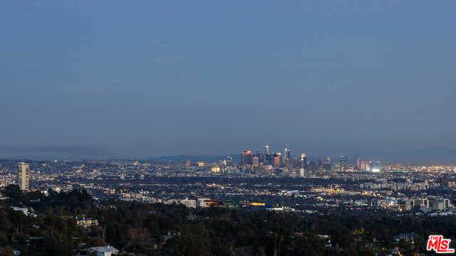 10111 Angelo View Dr, Beverly Hills, CA 90210 (#21-679648) :: The Ellingson Group