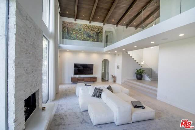 2299 Gloaming Way, Beverly Hills, CA 90210 (#21-679990) :: The Pratt Group