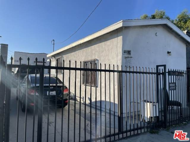 10409 S Figueroa St, Los Angeles, CA 90003 (#21-695732) :: TruLine Realty