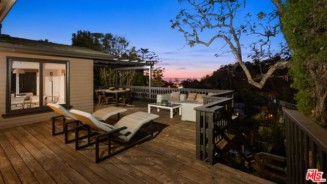 340 Mesa Rd, Santa Monica, CA 90402 (#21-697878) :: The Grillo Group