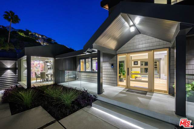 8808 Thrasher Ave, Los Angeles, CA 90069 (#21-698362) :: The Grillo Group