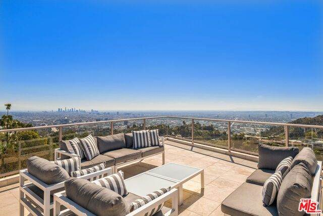 7120 Macapa Dr, Los Angeles, CA 90068 (#21-701280) :: The Grillo Group