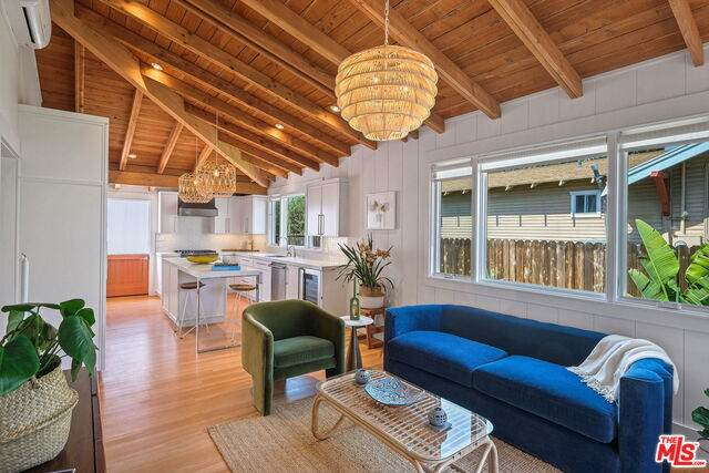 609 Victoria Ave, Venice, CA 90291 (#21-717220) :: Amazing Grace Real Estate | Coldwell Banker Realty