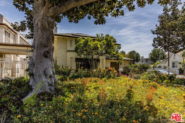 1064 S Gramercy Pl, Los Angeles, CA 90019 (#21-718128) :: Lydia Gable Realty Group