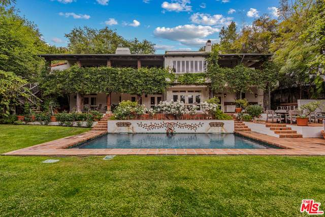 9076 St Ives Dr, Los Angeles, CA 90069 (#21-718430) :: Randy Plaice and Associates