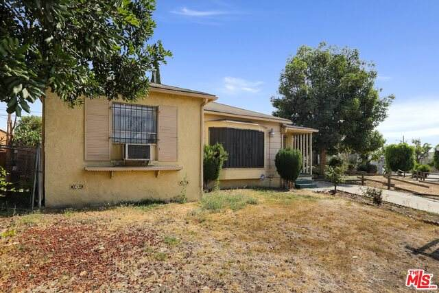 2716 W Claude St, Compton, CA 90220 (#21-723200) :: Berkshire Hathaway HomeServices California Properties