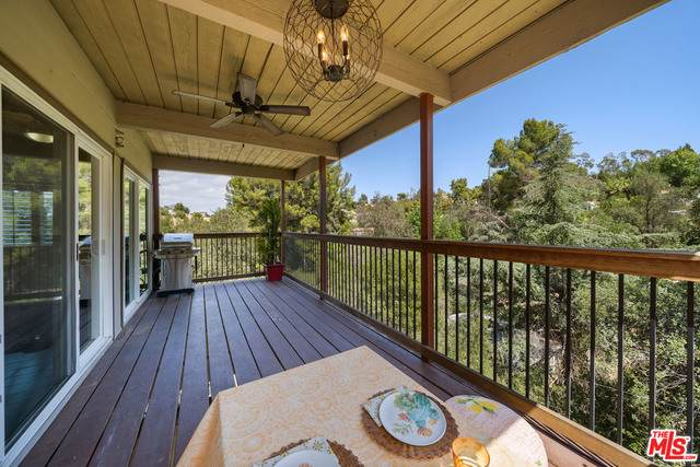 4276 Ensenada Dr, Woodland Hills, CA 91364 (#21-730054) :: Berkshire Hathaway HomeServices California Properties