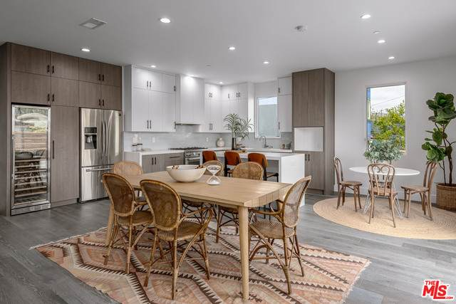 542 N Commonwealth Ave, Los Angeles, CA 90004 (#21-732964) :: The Grillo Group