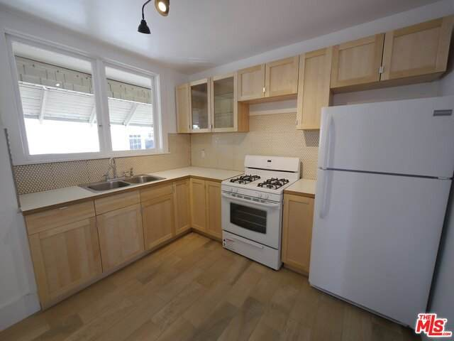 1821 Ardmore Ave - Photo 1