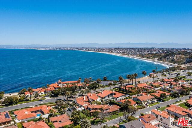 453 Via Media, Palos Verdes Estates, CA 90274 (#21-742006) :: The Grillo Group