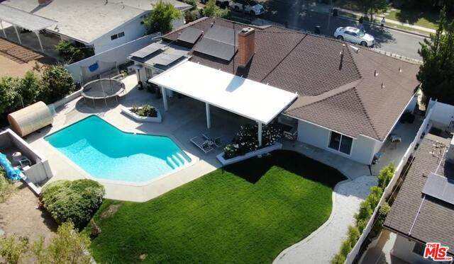 4422 Brookford Ave, Woodland Hills, CA 91364 (#21-742176) :: The Pratt Group