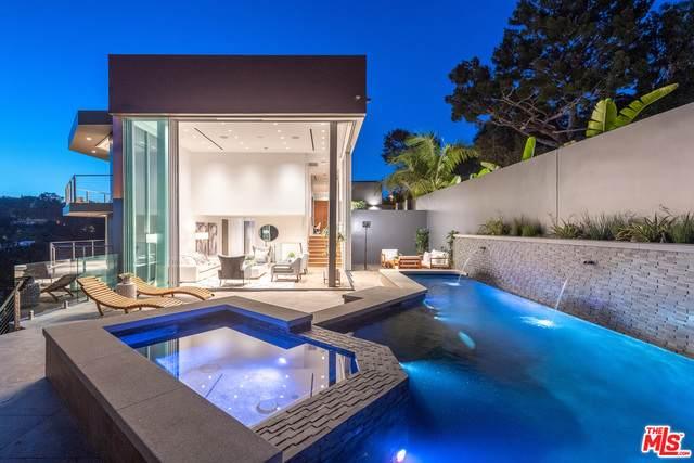 9400 Readcrest Dr, Beverly Hills, CA 90210 (#21-745816) :: Montemayor & Associates