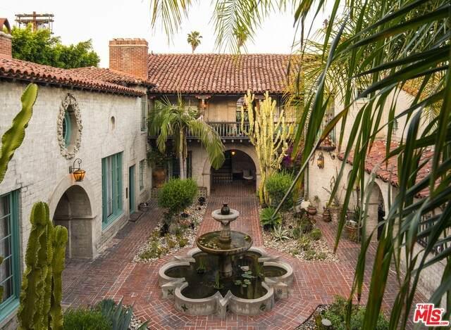 1832 N Grace Ave, Los Angeles, CA 90028 (#21-747072) :: Berkshire Hathaway HomeServices California Properties