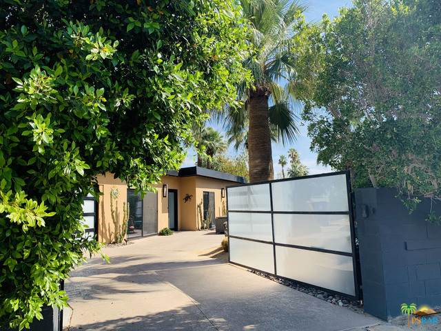 1109 N Sunrise Way, Palm Springs, CA 92262 (#21-747970) :: The Pratt Group