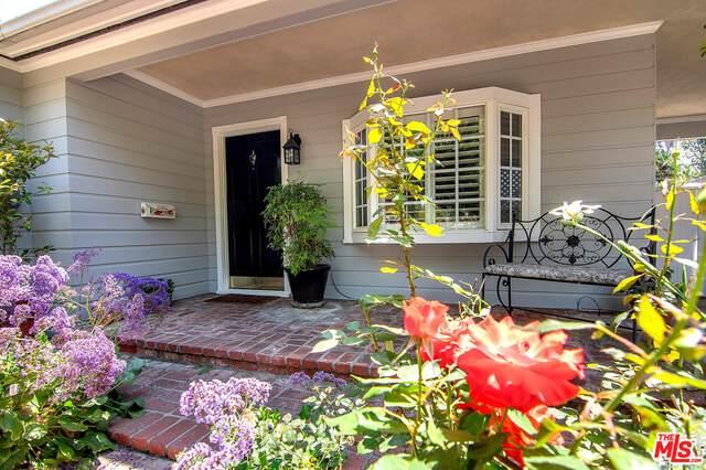 5516 Allott Ave, Sherman Oaks, CA 91401 (#21-748920) :: Montemayor & Associates