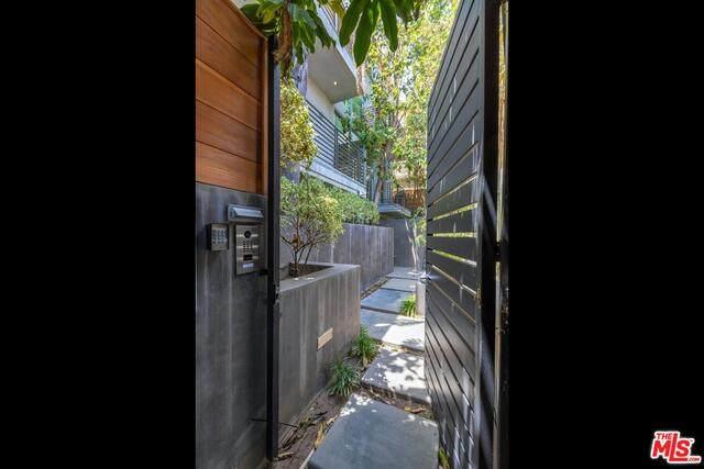 600 N Sweetzer Ave, Los Angeles, CA 90048 (#21-750616) :: TruLine Realty