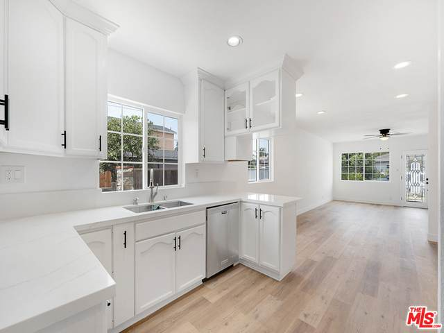 5026 W 142Nd St, Hawthorne, CA 90250 (#21-757150) :: Berkshire Hathaway HomeServices California Properties
