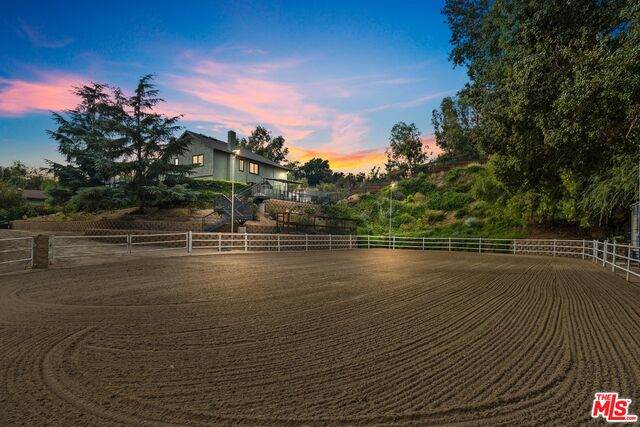 10610 La Canada Pl, Sunland, CA 91040 (#21-757532) :: The Bobnes Group Real Estate