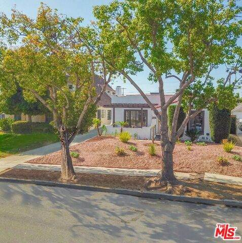 1908 W 78Th Pl, Los Angeles, CA 90047 (MLS #21-765046) :: Zwemmer Realty Group