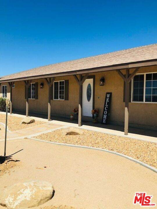 7215 W Avenue A8, Lancaster, CA 93536 (MLS #21-777162) :: Zwemmer Realty Group