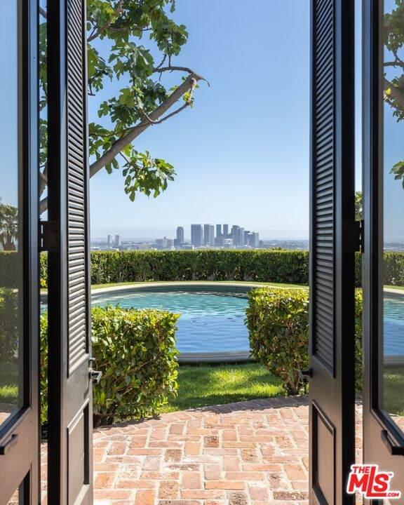 1010 N Hillcrest Rd, Beverly Hills, CA 90210 (#21-783922) :: The Pratt Group