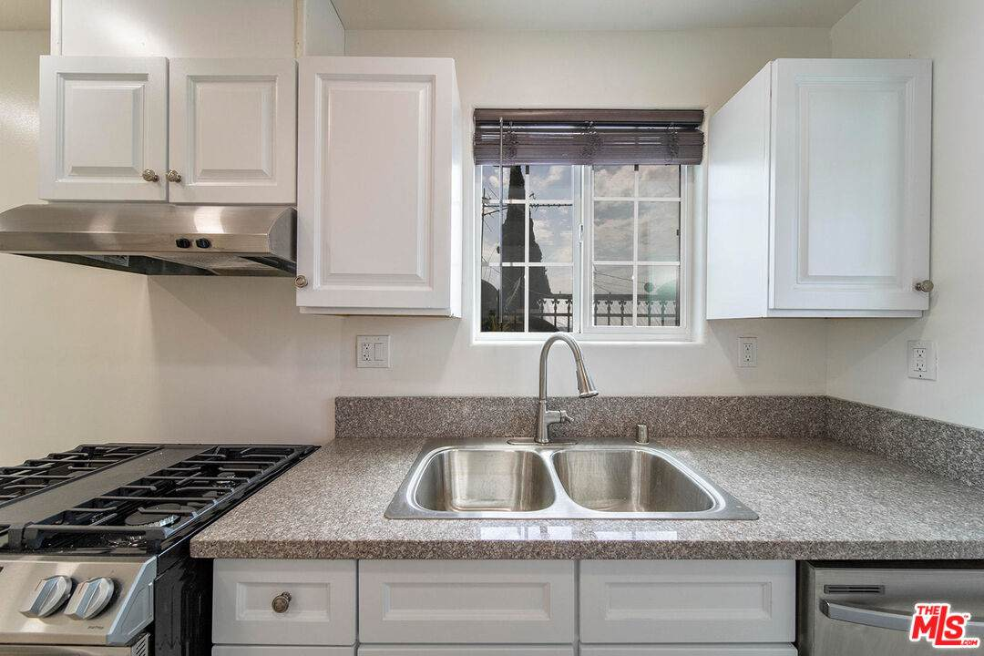 643 Colden Ave - Photo 1