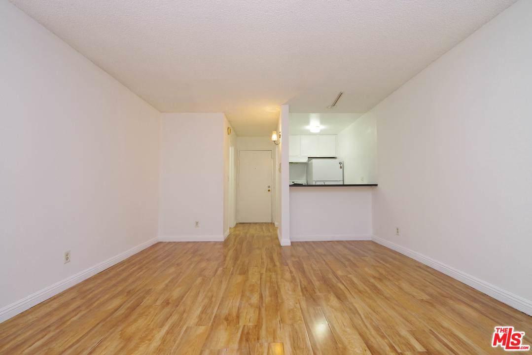 320 Ardmore Avenue - Photo 1